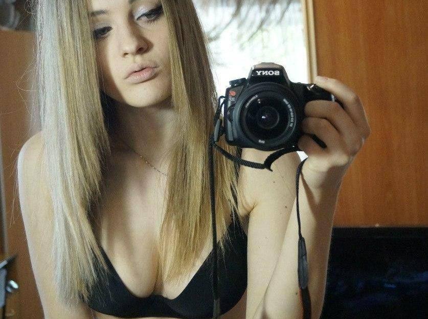 Das teen girl strippt im Webcam Chat live