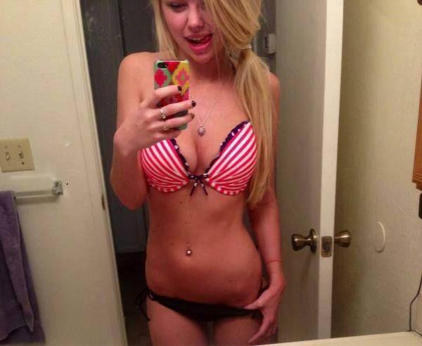 Notgeiles Sex Cams Flittchen mit blondierten Haaren