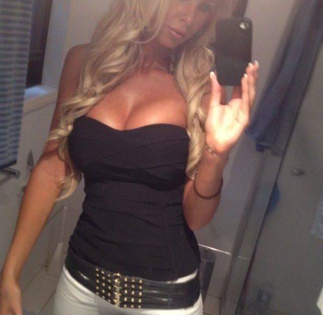 Versaute Livecam Tussi mit blonden Haaren