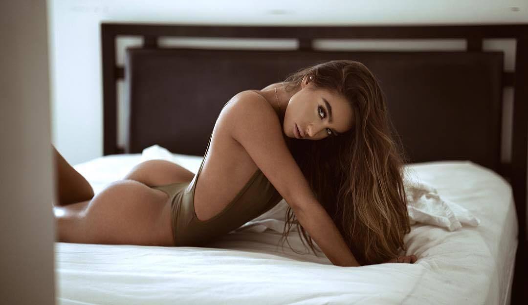 Versaute Porno Chat Tussi mit braunen Haaren