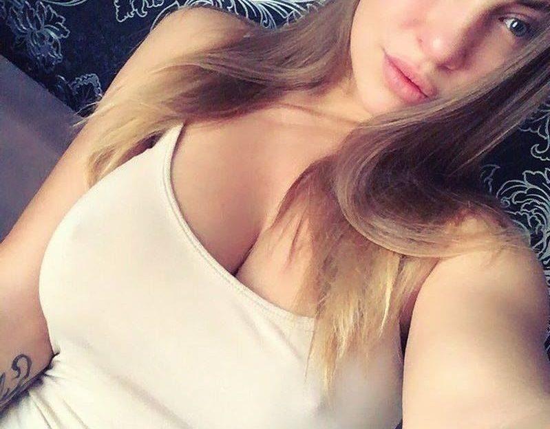 Versaute Sexcams Nutte mit braunen Haaren